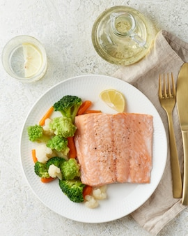 Steam salmon and vegetables, paleo, keto, fodmap, dash diet. mediterranean diet with steamed fish