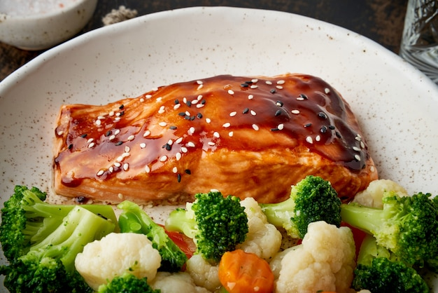 Steam salmon and vegetables, paleo, keto, fodmap, dash diet.