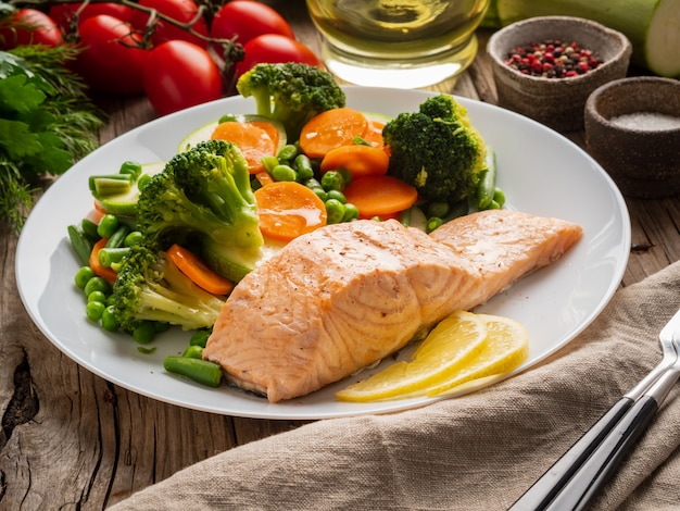 Steam salmon and vegetables, paleo, keto, fodmap diet.