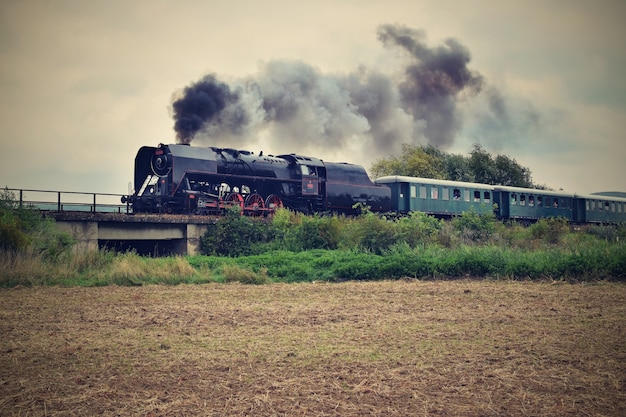 「鉄道に乗る蒸気鉄道」
