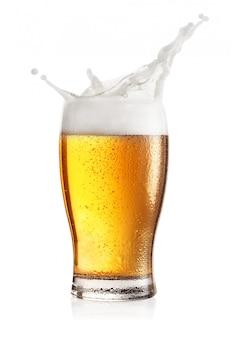スプラッシュと軽めのビールの蒸しグラス