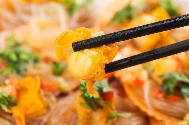마늘과 쌀국수 찜 가리비