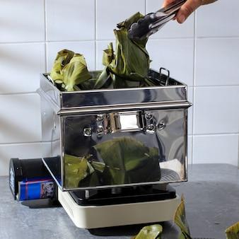 Процесс приготовления пепсов на пару на кухне