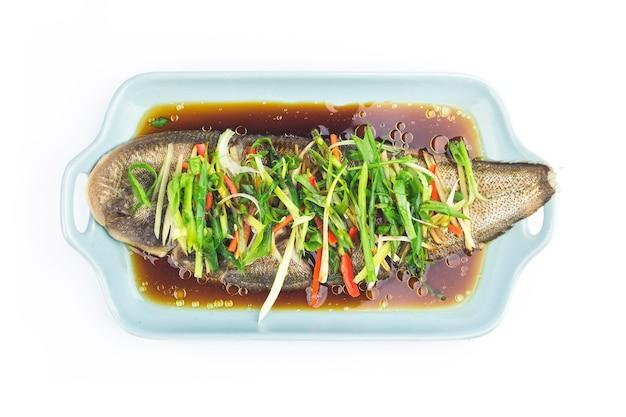 唯一の魚を蒸す