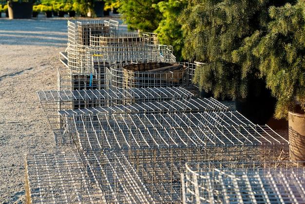 Сетка стальная для искусственных клумб в ландшафтном дизайне