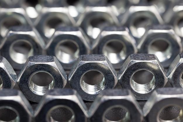 고품질 작업을위한 고품질 합금강 및 기타 요소로 만든 강철 금속 볼트 및 기타 패스너