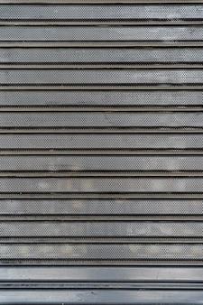 横縞と鋼の金属壁の背景