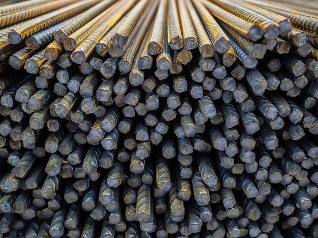 鉄筋。コンクリートを強化する鉄筋の基礎。多数の鉄棒