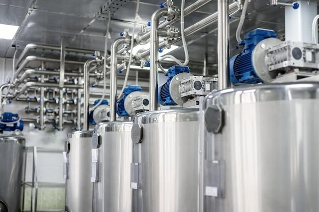 Steel tanks for mixing liquids