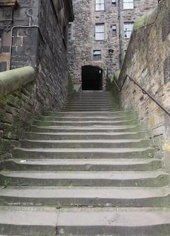 英国エジンバラの旧市街と新市街を結ぶ急な階段