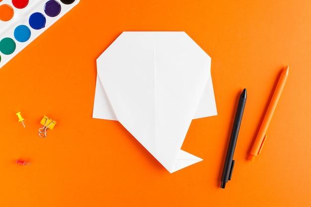 할로윈 종이 접기 종이 캐스팅에 대한 단계별 지침