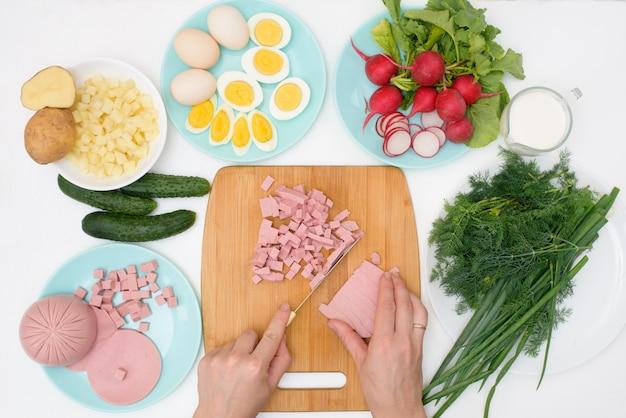 Пошаговый рецепт холодного русского супа с окрошкой