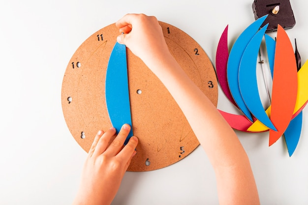 Шаг четвертый как сделать настенные часы своими руками