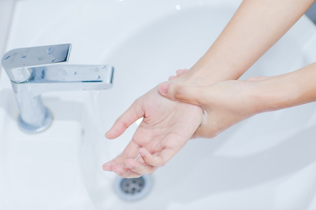 Step for hand washing instruction are according to international standards