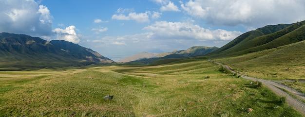 Степь казахстан, заилийский алатау, плато ассы, дорога в горах