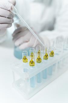 백신, 과학 개념 연구원을 위한 멸균 작업장 및 보호복