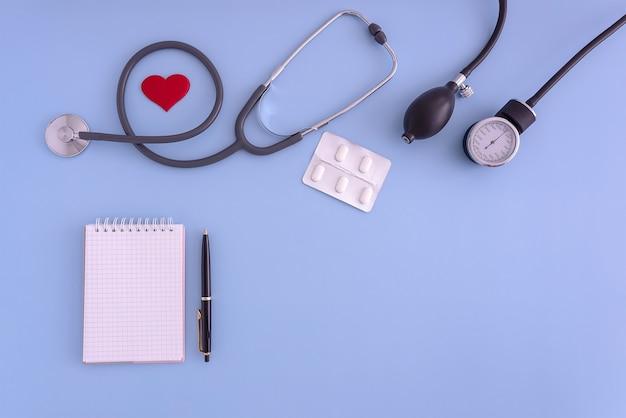聴診器血圧モニターメモ帳ペンヘルスケア血圧モニタリング