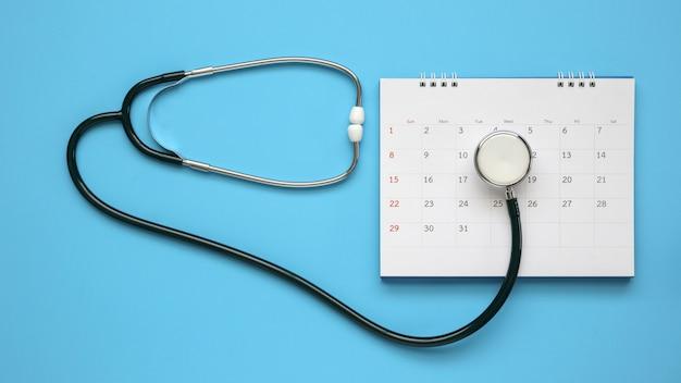 カレンダーの聴診器