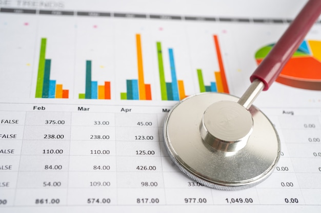 チャートとグラフの紙の聴診器財務勘定統計投資