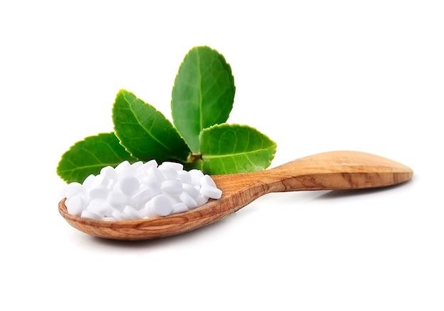 Стевия. изолированный заменитель сахара сладких листьев.