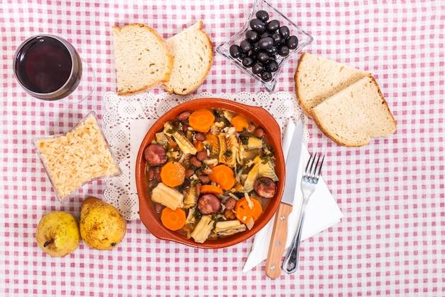 Рагу из черной акулы или литао с картофелем, типичным для города ольян, португалия