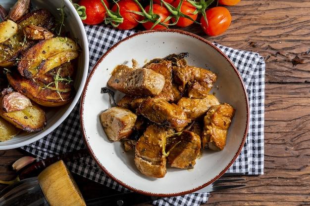Рагу из свиной вырезки, приготовленное в воке