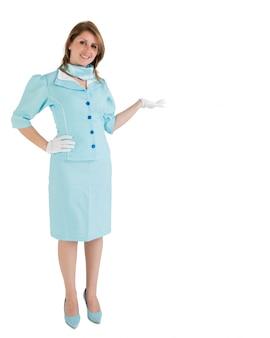 Стюардесса, одетая в синюю униформу, представляющую ваш продукт
