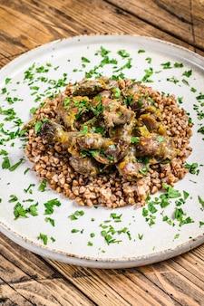 鶏の胃肉と野菜とそばの煮込み