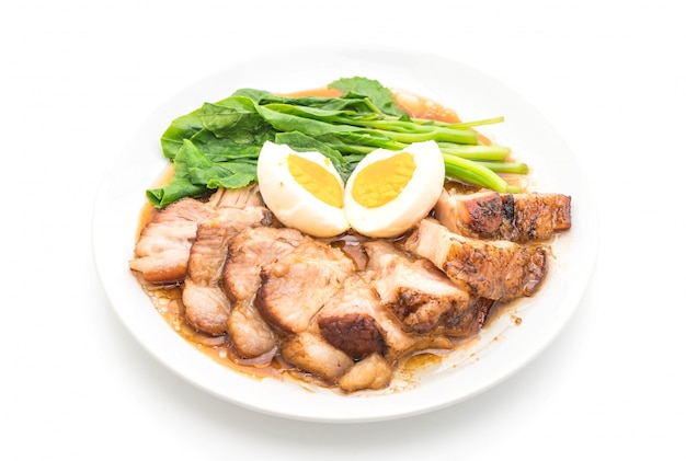 Stewed pork leg with egg and vegetable