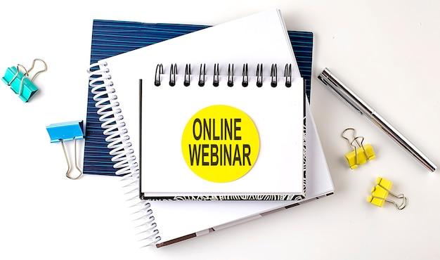 Наклейка с текстом онлайн вебинар на ноутбуках на белом фоне