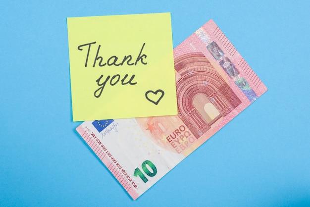 Наклейка со словом спасибо и наличными деньгами