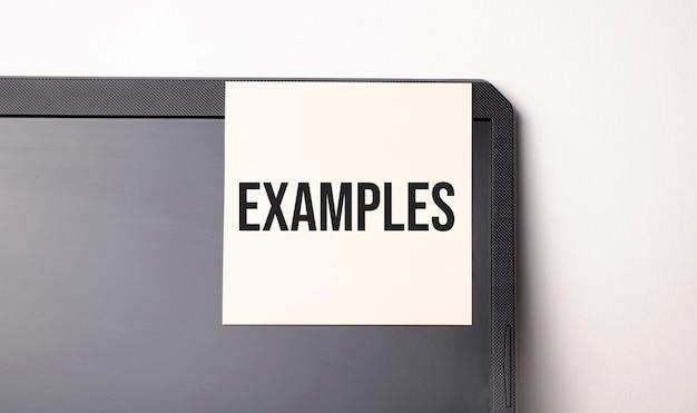 Заметка на компьютере с текстом примеры