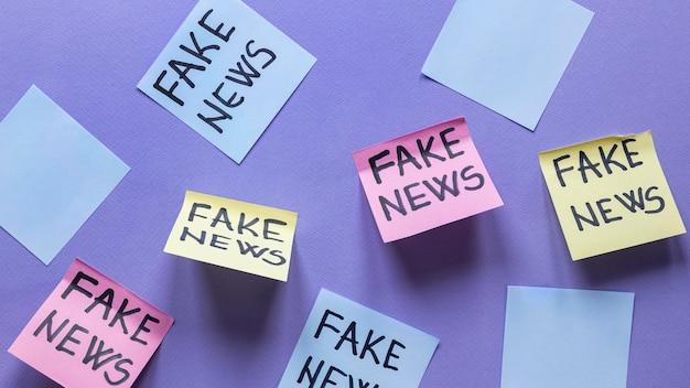 Note adesive con notizie false