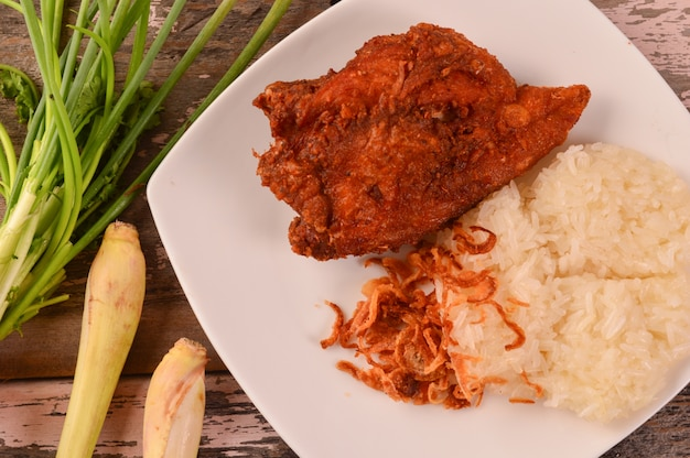 Sticky rice with fried chicken and fried shallots