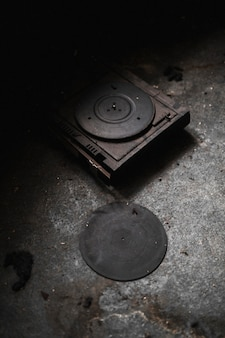 エーカーのデビューアルバム「ロンリーワールド」の静止画。 acresofficial.comでそれらをチェックしてください