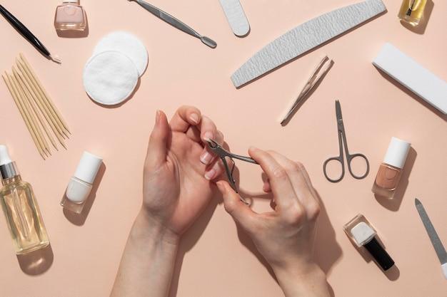 Натюрморт ассортимент средств по уходу за ногтями