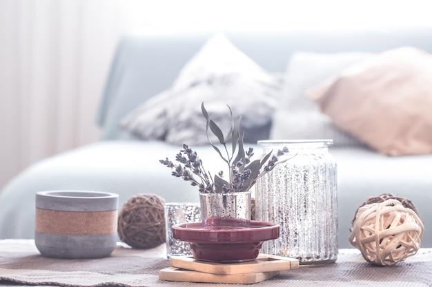 Натюрморт с деталями уютного домашнего интерьера. отделка гостиной.