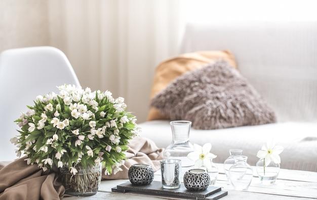リビングルームと装飾の静物インテリアの詳細