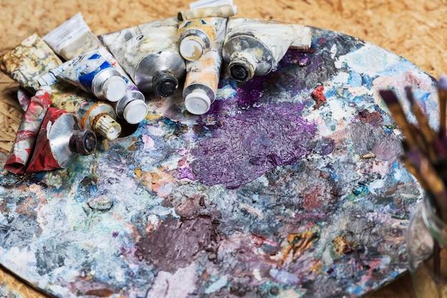 Натюрморт лакокрасочных материалов