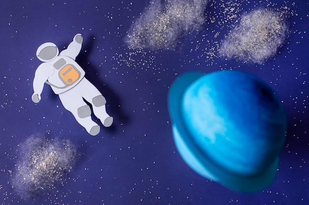 Натюрморт с космонавтом