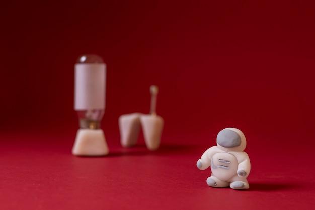 Натюрморт космическая композиция с космонавтом