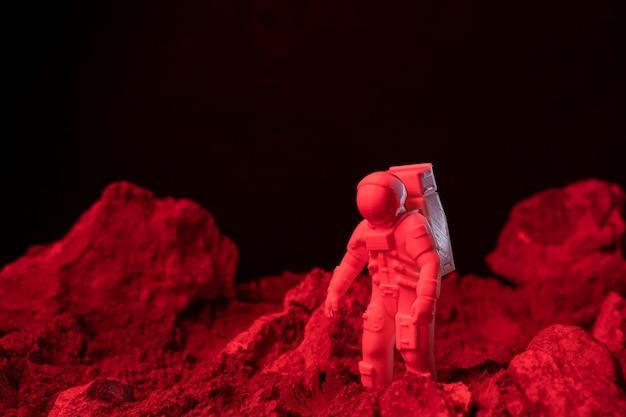 Натюрморт космическая композиция с белым космонавтом