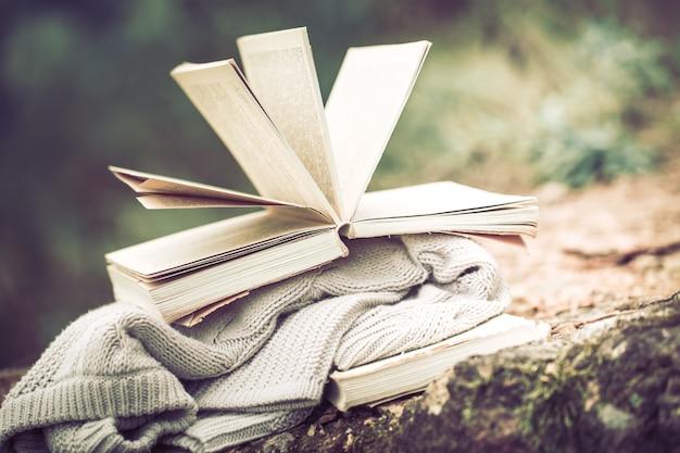 本のある静物