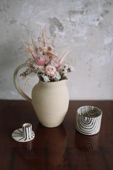 Натюрморт с сухими цветами в керамической вазе и чашке home decor детали интерьера