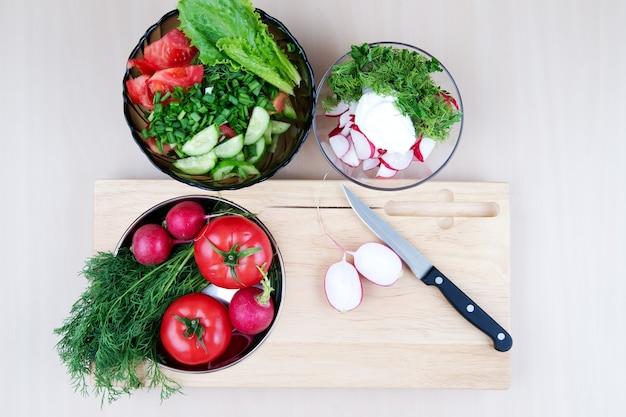 Натюрморт со здоровыми свежими овощами