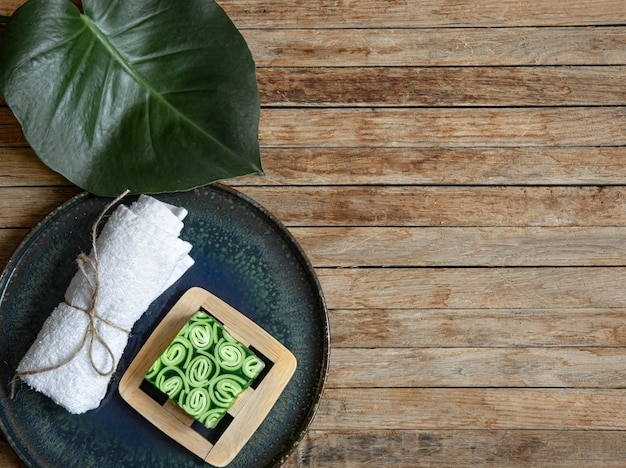 Натюрморт с натуральными и органическими продуктами по уходу за телом сверху. концепция здоровья и красоты.