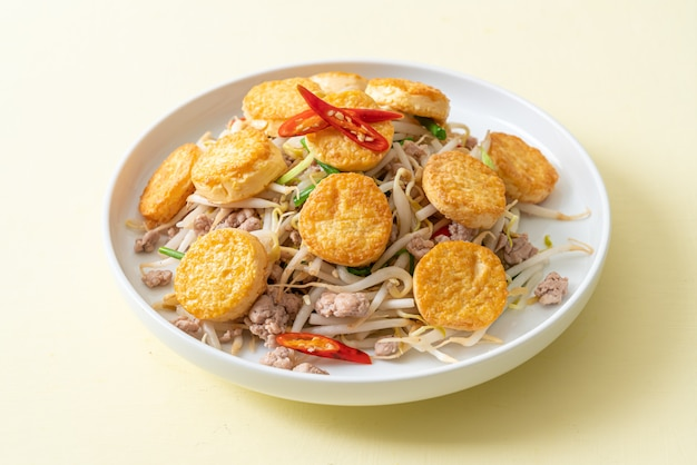 Stir-fried bean sprout, egg tofu and minced pork