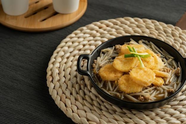 もやしと玉子豆腐の炒め物