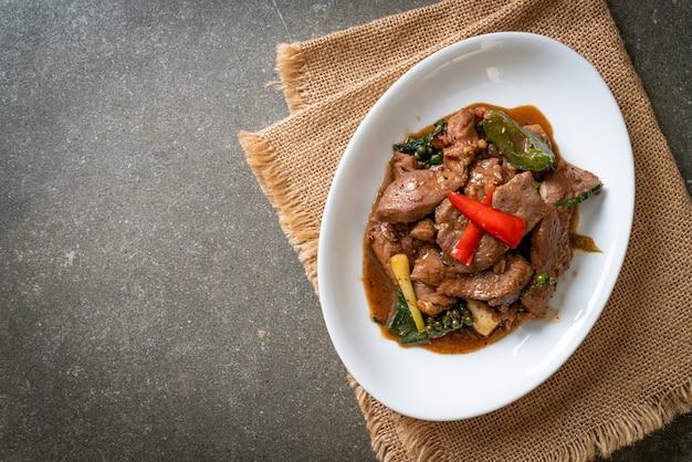 アヒルの黒胡椒炒め-アジア料理スタイル