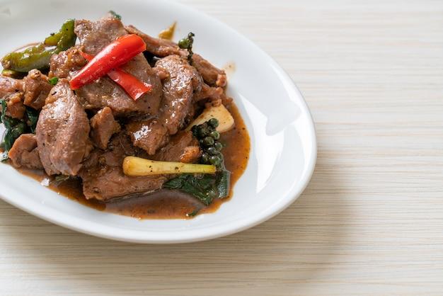 Жареный черный перец с уткой - азиатская кухня